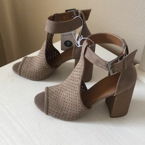 Heeled shoes